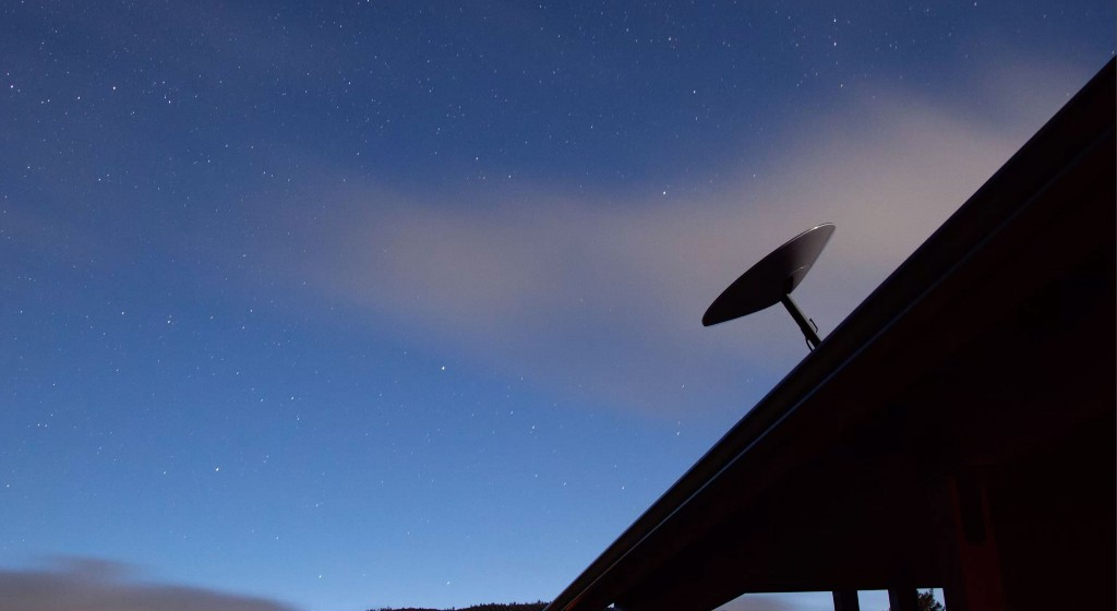 "<img src=""starlink-satellite-dish-mcflatface-roof-mount.jpg"" alt=""Starlink beta test satellite Dishy McFlatface"">"